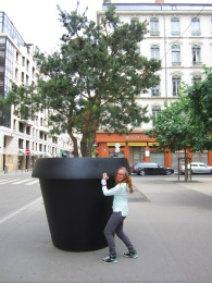 Julie and the Big Pot, Lyon
