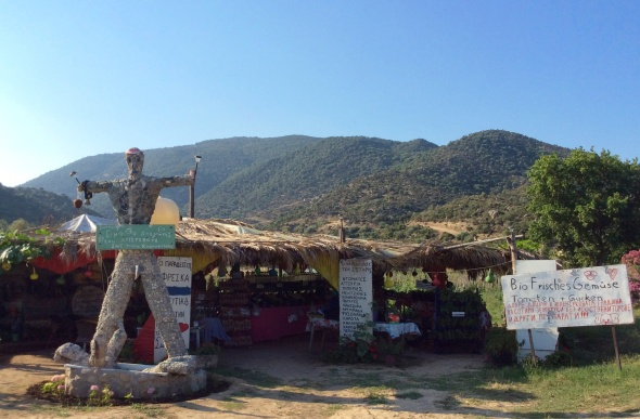 The fantastic bio fruit and veggie stand that gave so much more (and their slightly odd welcome statue)